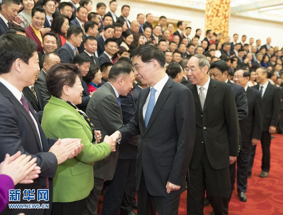 王沪宁会见中国侨商联合会第五次会员代表大会代表