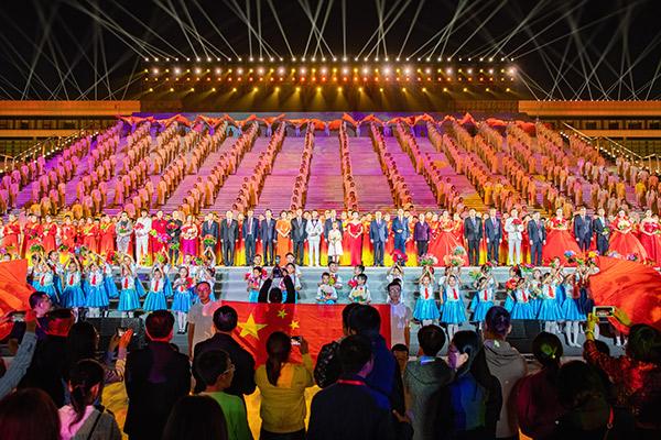 """""""晋城市庆祝中华人民共和国成立70周年大型文艺晚会隆重上演"""