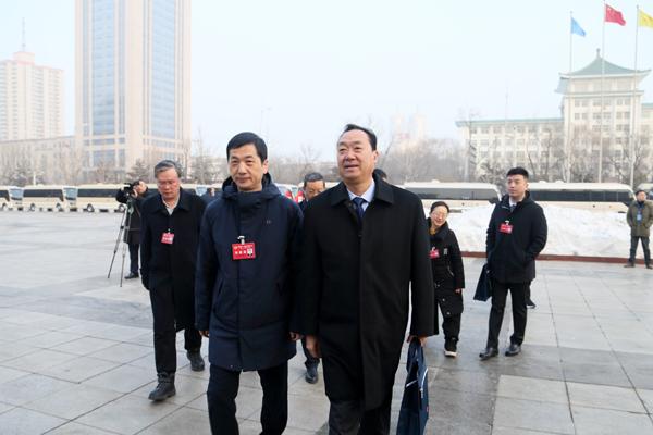 省政协十二届三次会议开幕 驻我市的15名省政协委员参加