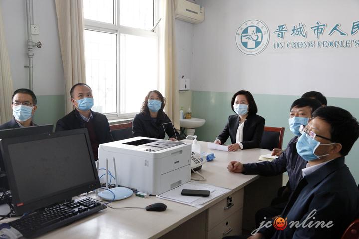 梁丽萍视频连线慰问一线医务人员