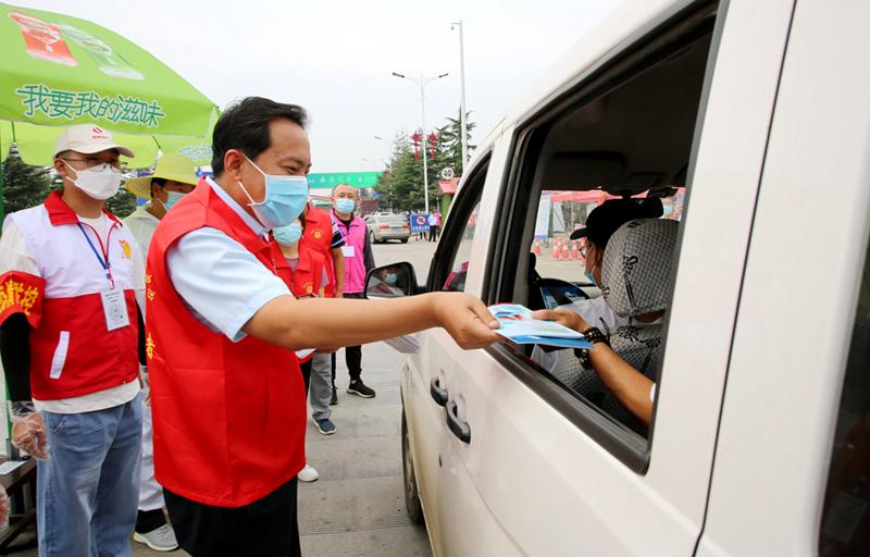 牛琛参加疫情防控政策宣传志愿服务活动